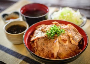 沖縄名護で名物ランチが味わえる人気店14選【食べログ3.5以上】